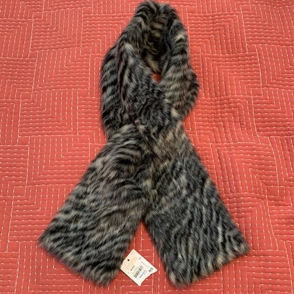 NWT Soft Faux Fur authentic Michael Kors Scarf 🐯